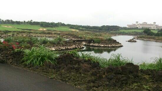Mission Hills Resort Haikou:                   scenic course built with lava rocks