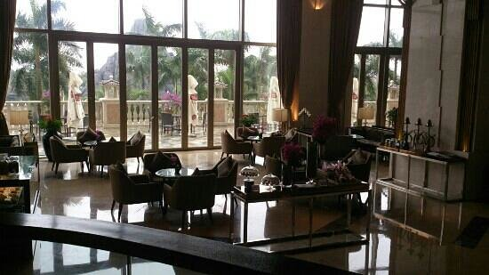 Mission Hills Resort Haikou:                   resort hotel lobby bar