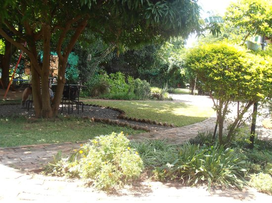 Zigzag B&B:                                     grounds