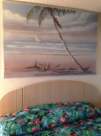 Sands Harbor Hotel and Marina Pompano Beach:                                     Decor in Room