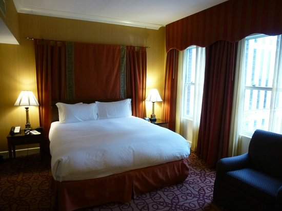 Kimpton Hotel Vintage Seattle: A comfortable bed awaits the weary travler.