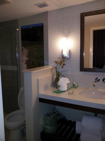 Orchid Key Inn:                                     Lovely bathroom