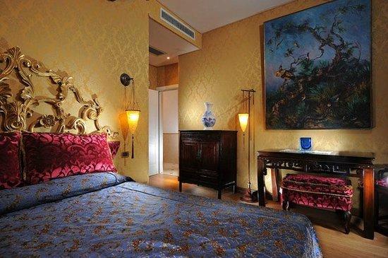 Ca' Pagan: Camera Marco Polo Avvolta nel fascino del misterioso oriente di Marco Polo. Per 2 persone.
