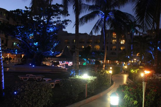 Accra Beach Hotel & Spa:                                     Hotel at night