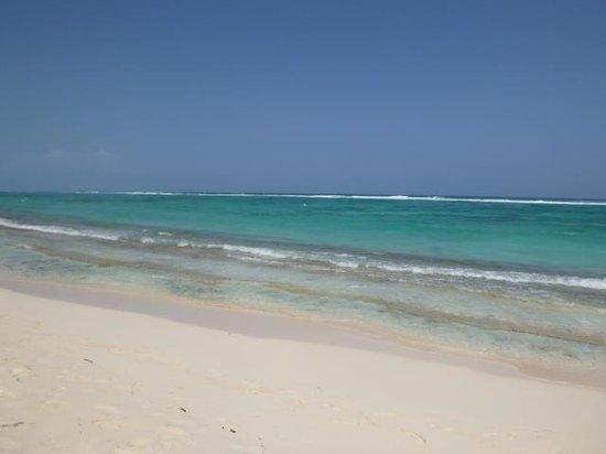 Playa frente al hotel Decameron San Luis