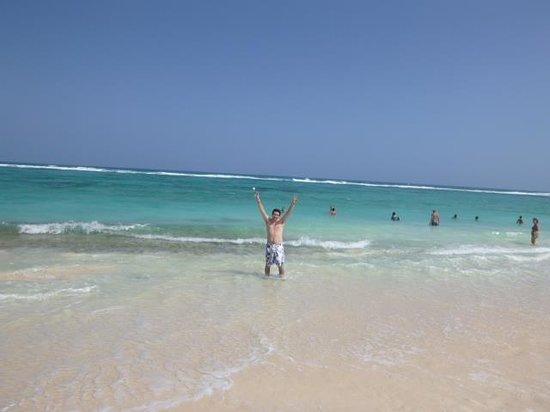 Playa frente al Decameron San Luis