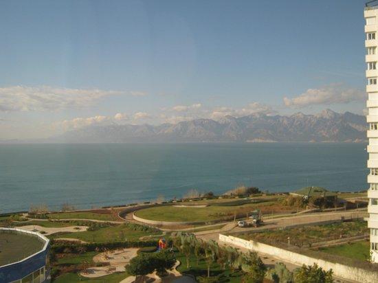 The Marmara Antalya:                   Blick aus dem Zimmerfenster nach Westen
