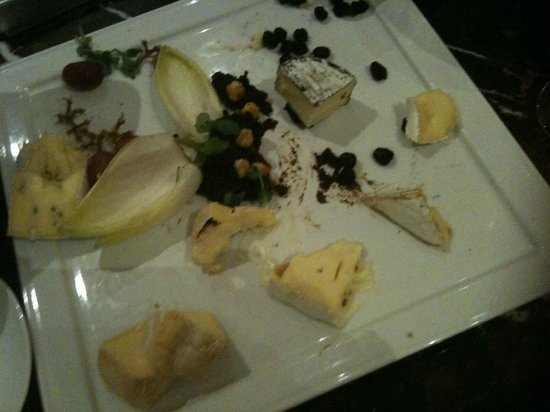 Rosewood Hotel Georgia: In room catering cheese platter