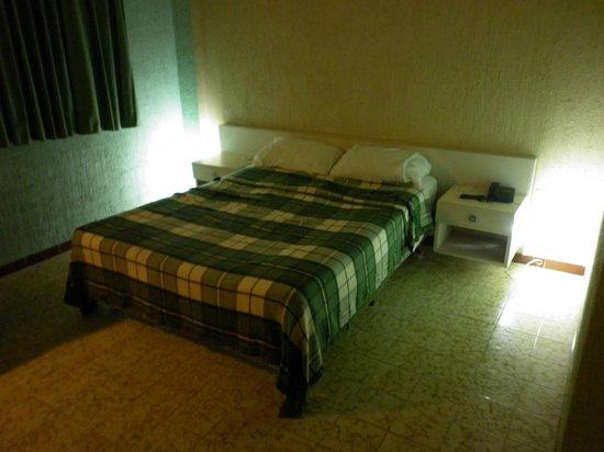 Hotel Minerva :                   Cama en malas condiciones
