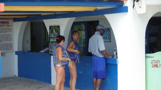 Jolly Beach Resort & Spa :                   Sports aquatiques
