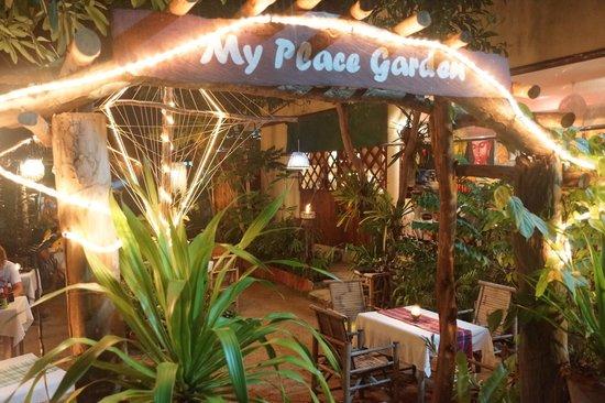 My place bar&restaurant:                   Eingang zum Restaurant