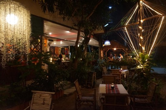 My place bar&restaurant:                   Atmosphäre outdoor :-)