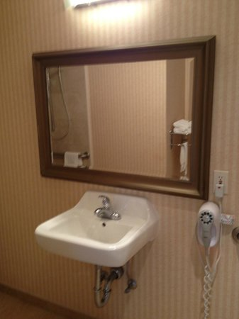 Inn on Broadway:                                     Bathroom