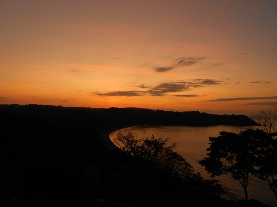 Cabinas El Mirador Lodge:                                                                         sunset from lookout poin