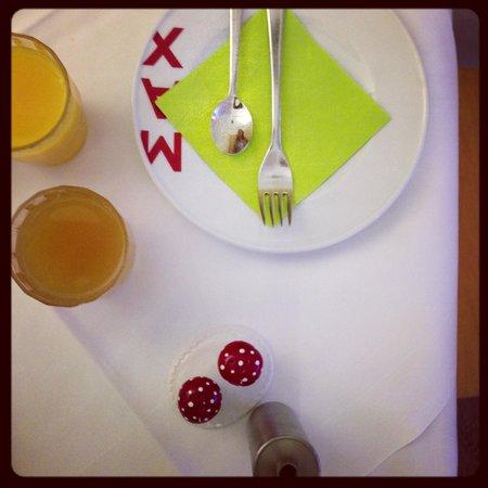 Max Hotel Garni:                                     breakfast