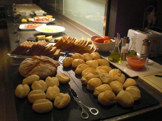 NH Ciutat de Mallorca:                   verschillende soorten brood