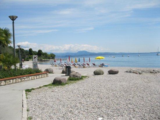 Villa Ferretti :                                     The walk from the hotel to the port