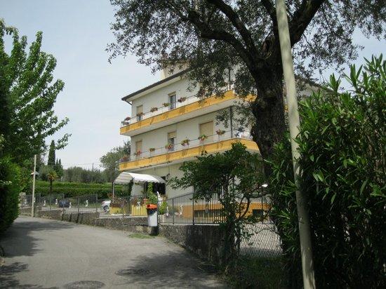 Villa Ferretti :                                     The hotel from the Lake road