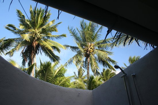 Manuia Beach Resort:                   The genius of an outside shower