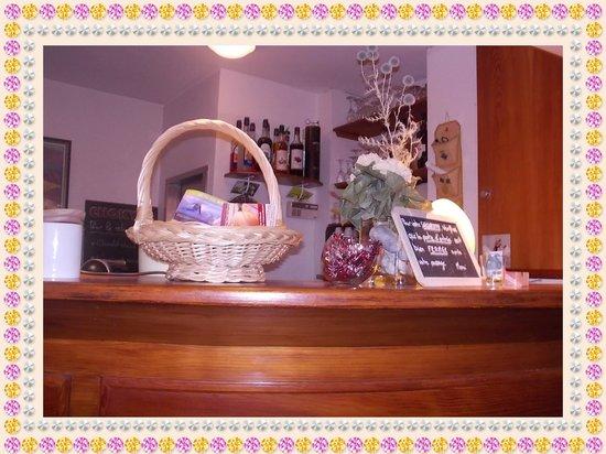 Hotel La boule de neige :                   Bar Area in Reception