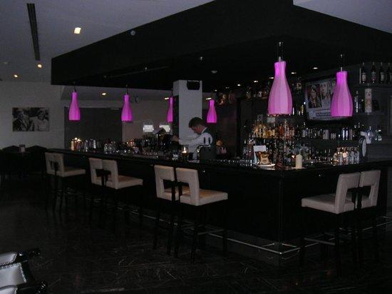 Arcotel John F:                   Bar