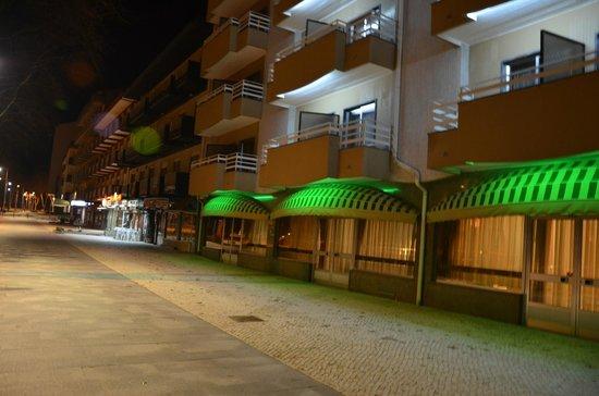Hotel Avenida de Fatima: Hotel and Restaurant at night