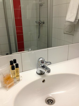 Scandic Grand Tromso:                   Good size bathroom