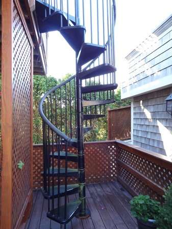 1 Murray House Bed & Breakfast:                   stairs to Water View Suite