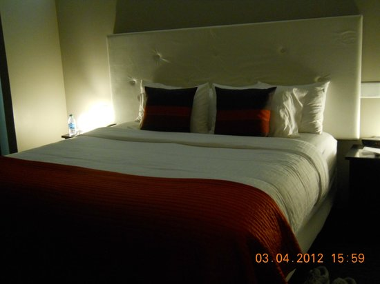 Belamere Suites Hotel:                   Luxurious King Size Bed