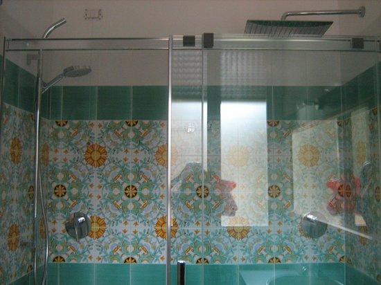 Hotel David:                   Grande doccia per 2