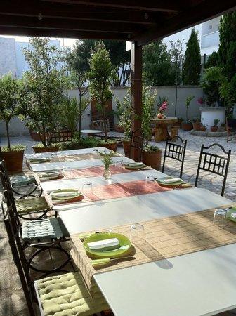 Hotel Albranca :                   Zona de desayuno