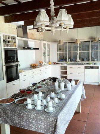 Hotel Albranca:                   Cocina del hotel de la que se puede disponer para hacer comidas o cenas