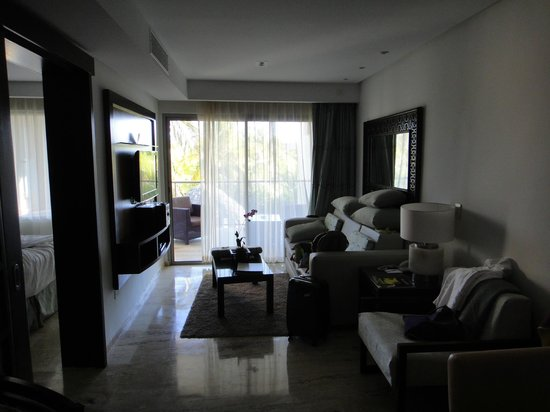 The Reserve at Paradisus Palma Real:                                                       habitacion,  incluye living-comedor