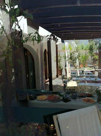 Hotel Albranca:                   Zona de desayuno