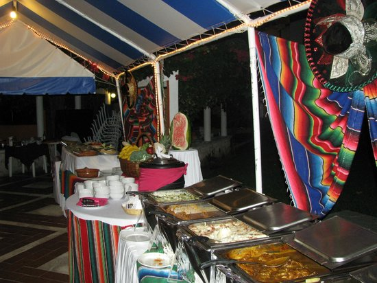 Hotel Cozumel and Resort:                   Mexican Night - Eating poolside