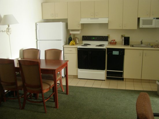 Hawthorn Suites by Wyndham Sacramento:                   Kitchen area - 2 bed suite