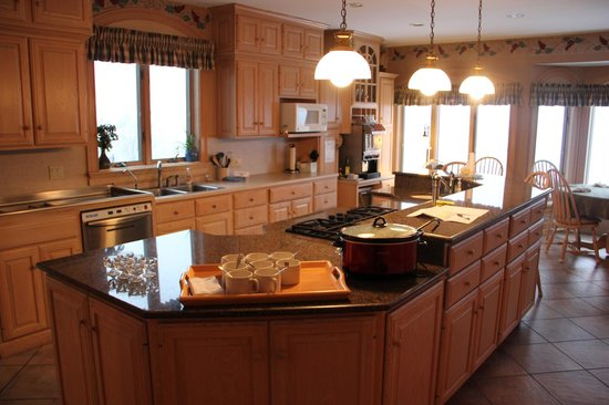 Hermann Hill Vineyard Inn & Spa and River Bluff Cottages:                   Kitchen