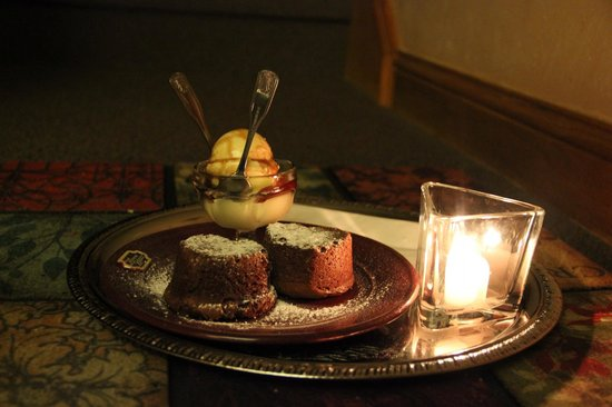 Hermann Hill Vineyard Inn & Spa and River Bluff Cottages:                   Evening dessert tray with cookies and ice cream