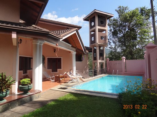 Kandy View Garden Hotel:                   The swimming pool
