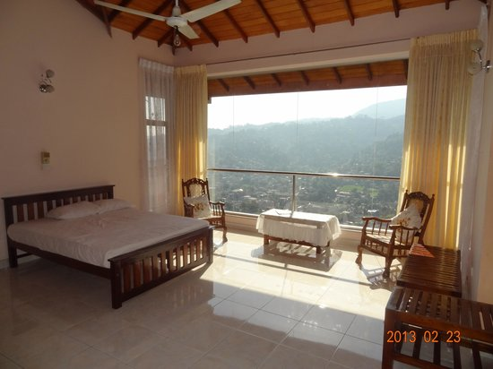 Kandy View Garden Hotel :                   Our bedroom