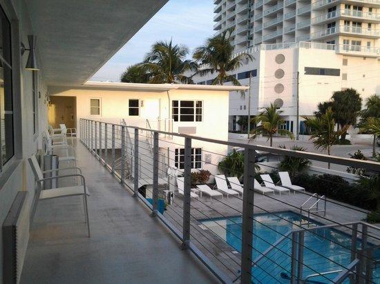 The Aqua Hotel:                   tomé habitación en segundo piso , abajo una de las piscinas pequeñas, pero bie
