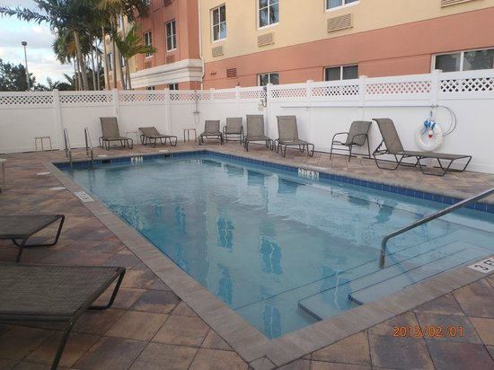 BEST WESTERN PLUS Fort Lauderdale Airport South Inn & Suites:                   Pool