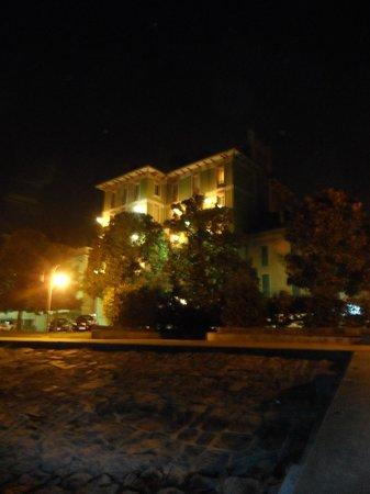 Hotel Pallanza: Dal lungolago vista sull'hotel