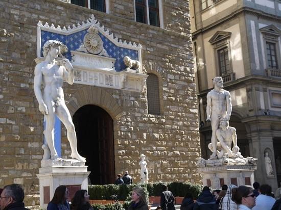 palazzo vecchio entrance -#main