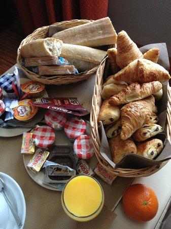BEST WESTERN Marseille Bonneveine Prado : panier du petit dejeuner en room service
