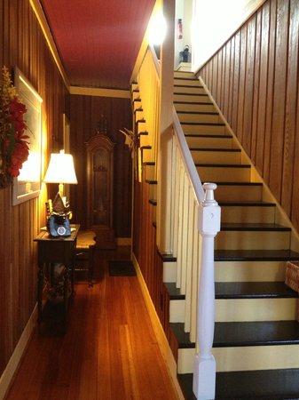 Chestnut Inn: Entry