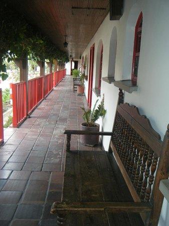 Hotel Cabanas El Porton: verandah