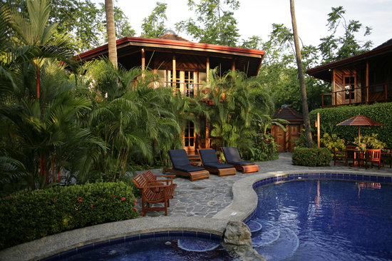 Tambor Tropical Beach Resort: Enjoy a dip in the beautiful pool.