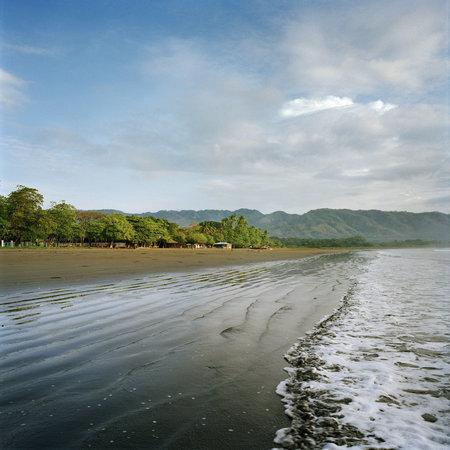Tambor Tropical Beach Resort: Enjoy the sound of waves hitting the volcanic sandy beach.