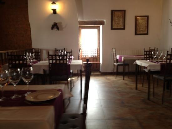 La Fragua - Alabarda:                   Apacible comedor para una buena cocina